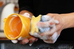 hand-washing-dishes